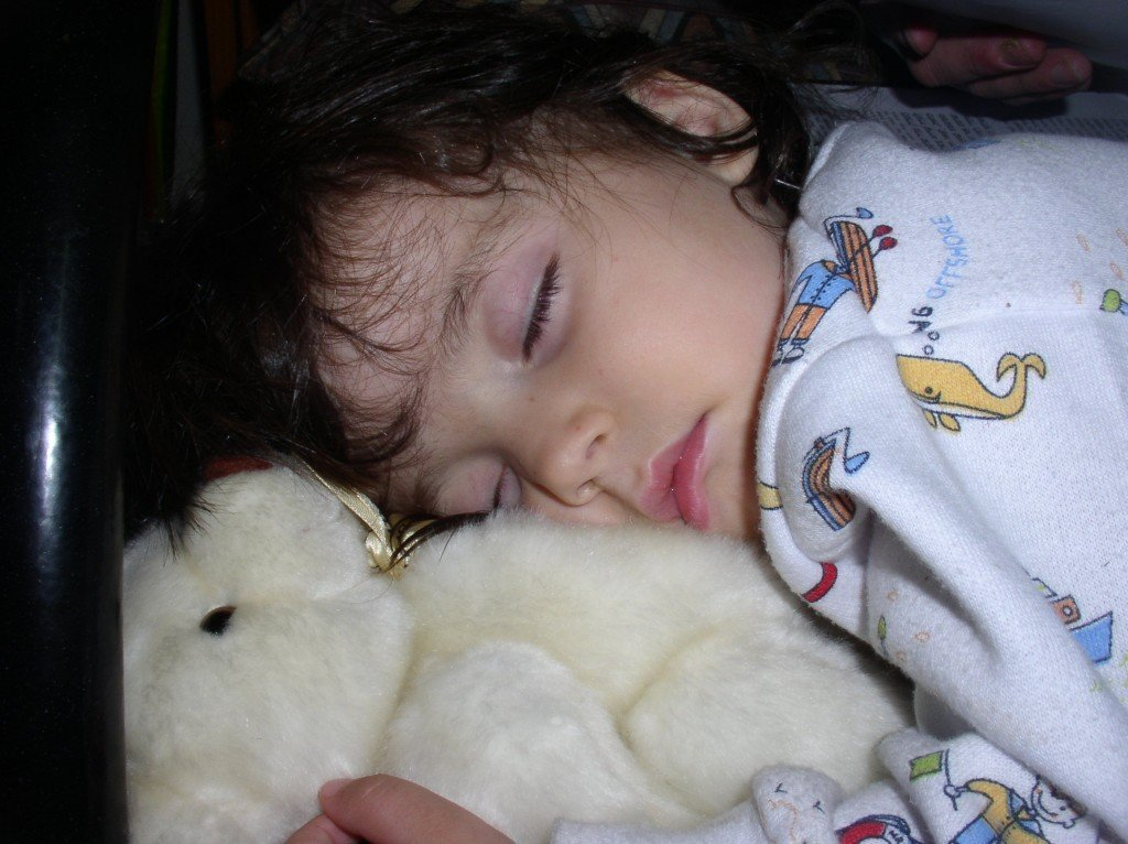 הילדים ישנים אצל שני ההורים